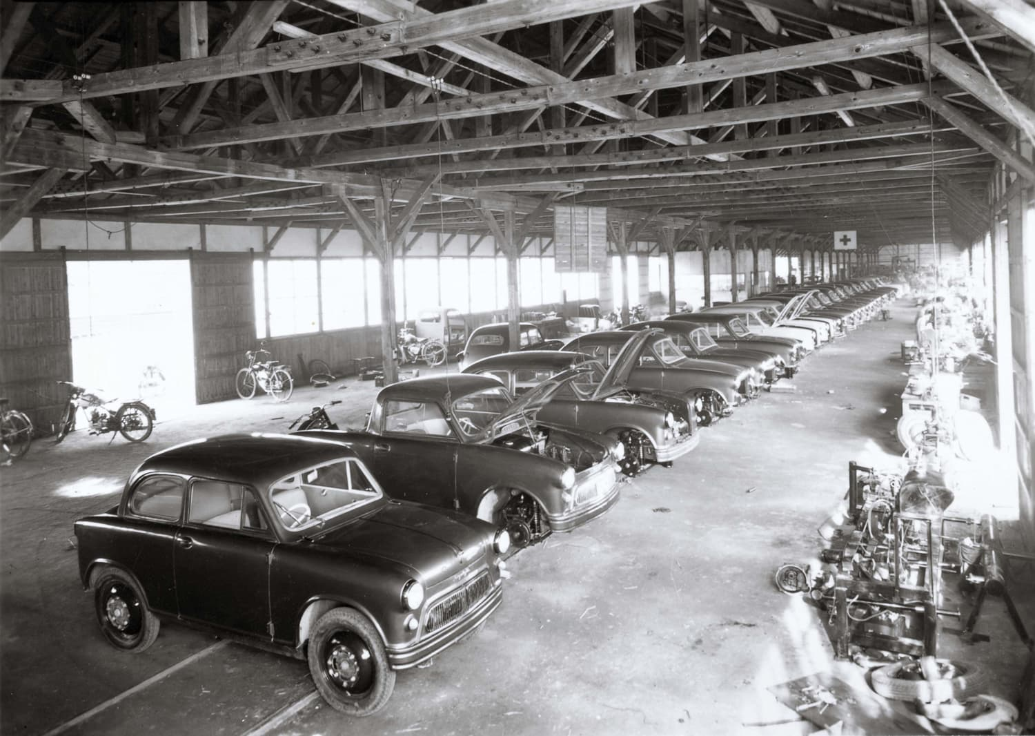 Suzulight_Production_in_the_Factory_1955.jpg